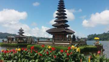 Ulun Danu Temple Tour